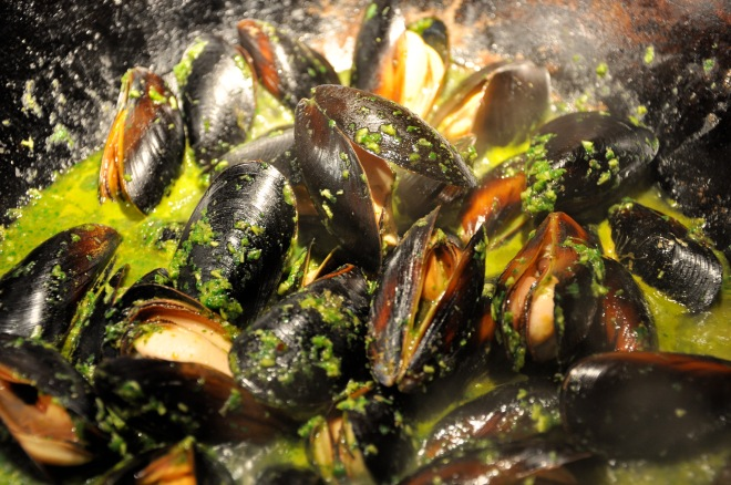 Mussels in a Wok Threatening to be Amazing