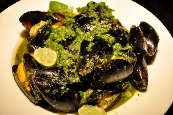 Mussels in a Green Curry Paste