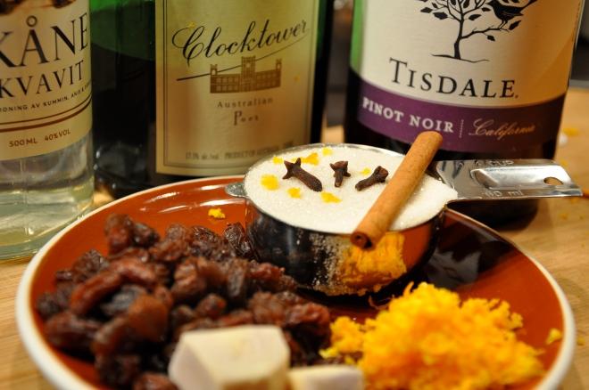 Glogg Ingredients: Aka Vit, Sugar, Spice, Port & Wine