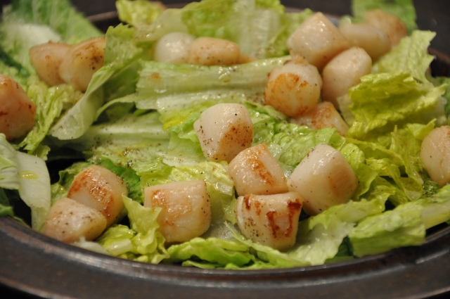 Seared Scallops on Romaine With Lemony Dressing