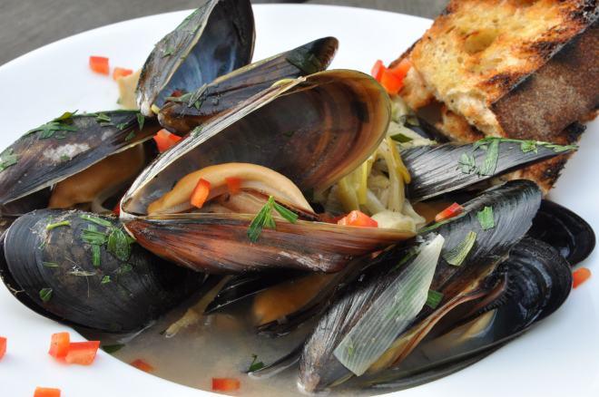 Mussels in a Braised Fennel-Leek Sauce