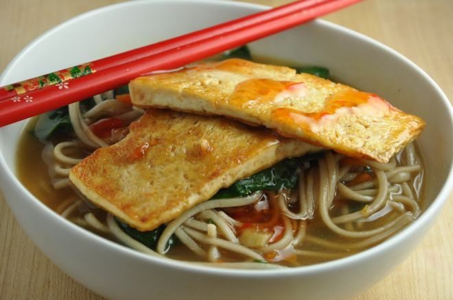 Spicy Udon Noodles with Spinach and Tofu