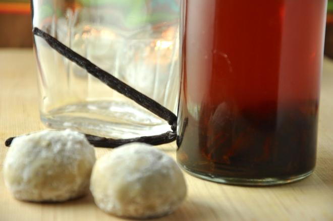 Homemade Vanilla Extract & Russian Tea Cakes