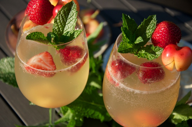Refreshing White Wine Spritzers